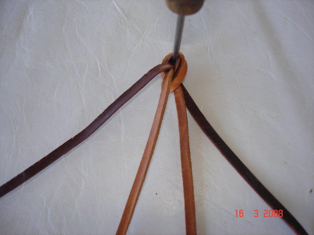 Lederarmband flechten rund  Uli´s Leder - Kunst, Flechten mit Leder